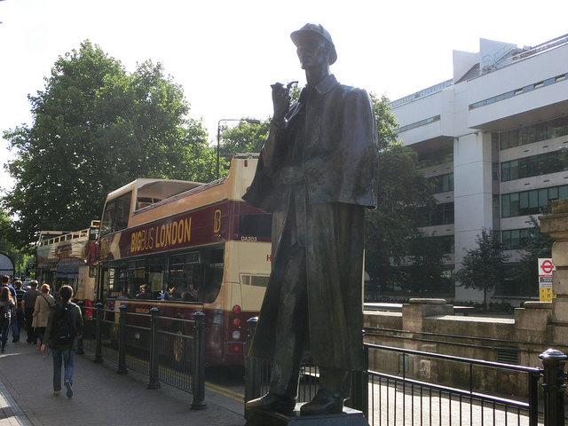 シャーロック・ホームズ 銅像
